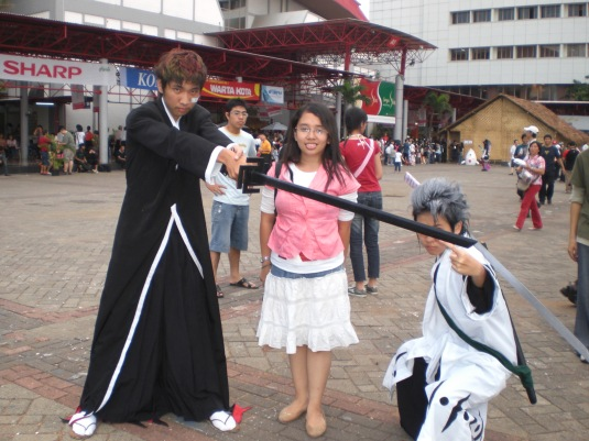 Im with a couple of cosplayer (bleach, I guess?)